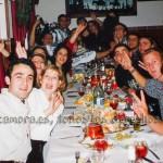 Divirtiéndose con sus amigos en las navidades de 1995 poco antes de enfermar