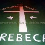 Pintura realizada en una de las calles del pueblo en recuerdo de Rebeca