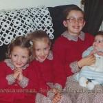 Con sus hermanas