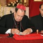 El Obispo firma su juramento