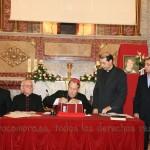 El Sr. Obispo firma los pliegos de la instrucción diocesana
