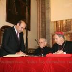 El notario actuario D. José Damián Rocamora firma su juramento