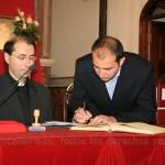El notario adjunto firma el juramento de haber cumplido su cargo